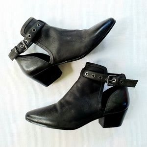 NINE WEST Cut Out LEATHER BOOTIES sz7.5